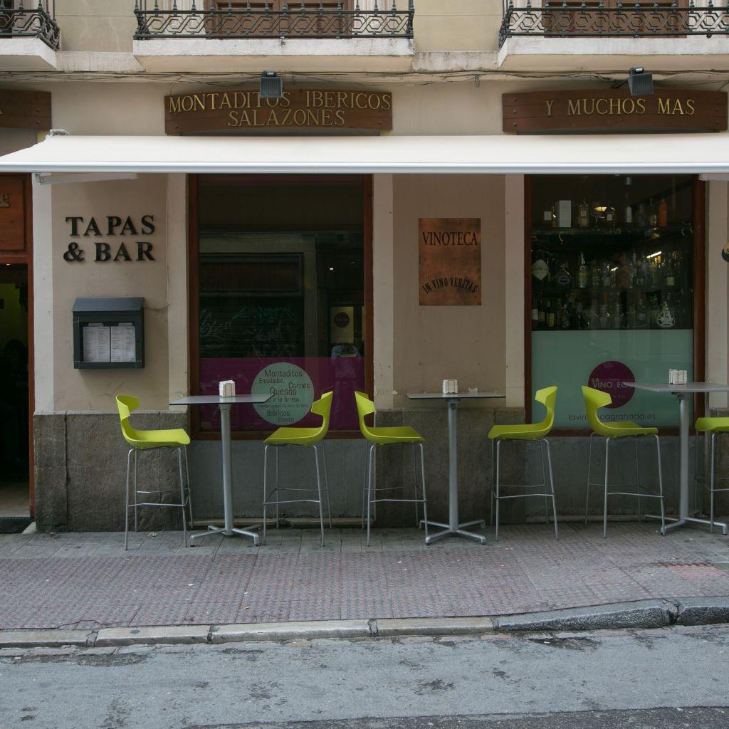 La vinoteca restaurante en granada granada - Fotos de vinotecas ...