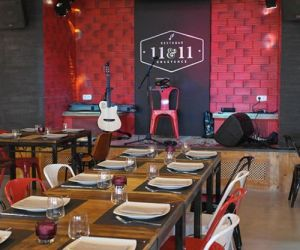 11 and 11 Restobar Restaurante 11 and 11 Restobar